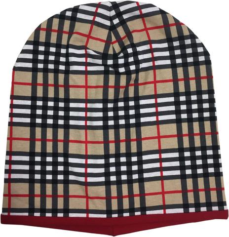 Удлинненная шапочка в клетку из хлопкового и вискозного трикотажа с красным подкладом.