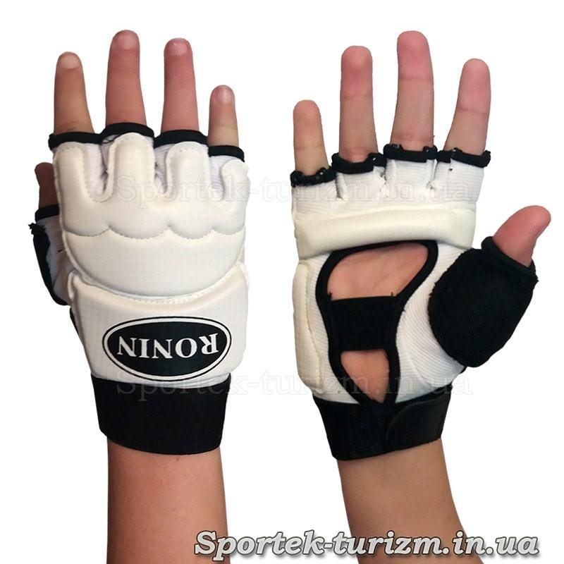 Перчатки для Тэйквандо Ronin на руке