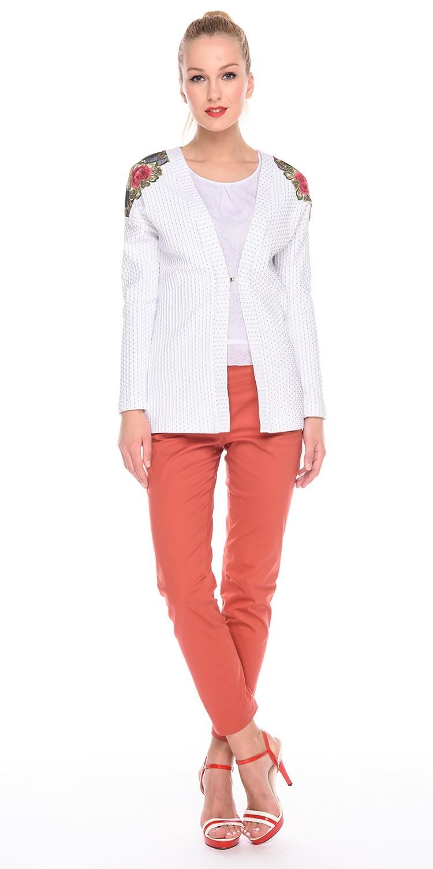 Жакет Д526а-217 - Жакет свободной формы из фактурной ткани в мелкий горошек. На плечах отделка из вышивки. Подойдет как для повседневного стиля, так и для офисного, хорошо сочетается с брюками, юбками и платьями.