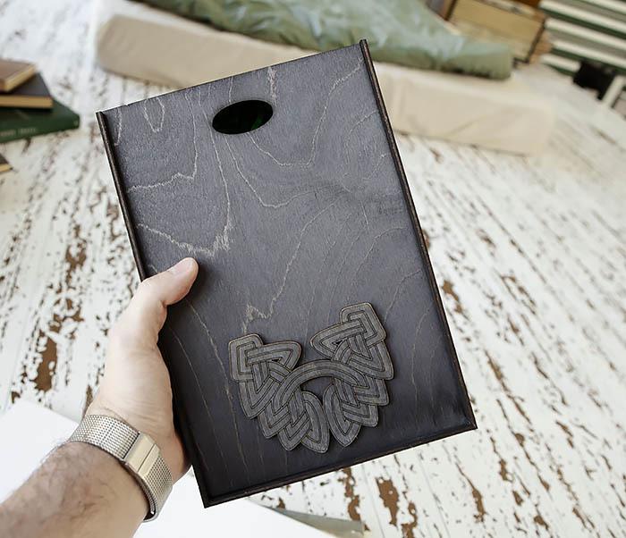 BOX230-1 Фирменная подарочная коробка с логотипом (18*26*7,5 см)