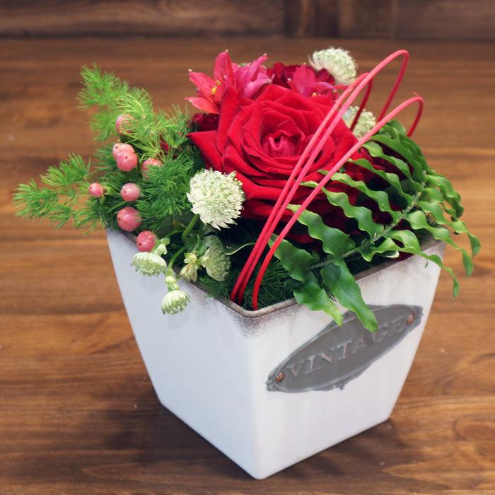 Заказать яркую интерьерную композицию в гостиную на ресепшен красный роза Пермь