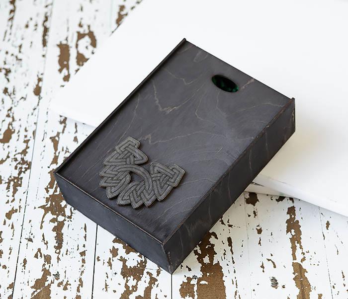 BOX230-1 Фирменная подарочная коробка с логотипом (18*26*7,5 см) фото 03