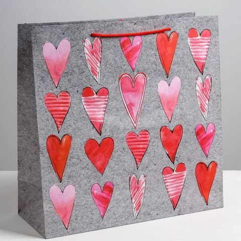 Бумажный пакет с сердечками 30*30 см