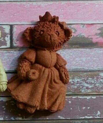 Д0176 Пластиковый декор. Мишка девочка. Размер 6,5х4 см.