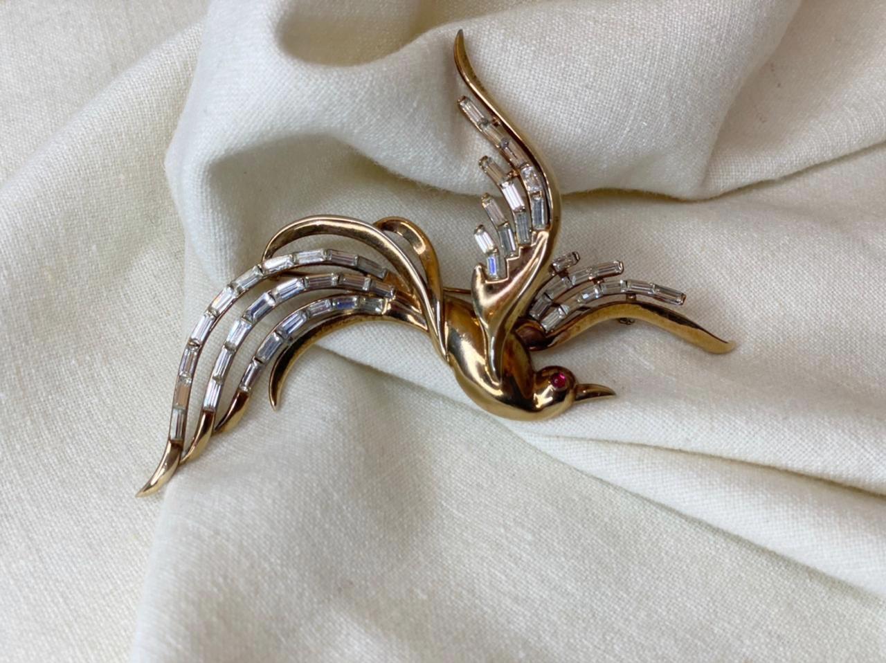 """Брошь Trifari """"Райская птица"""" с белыми кристаллами 1950-е"""