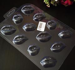 Пластиковая форма для шоколада ср.  ШОКО ПОЦЕЛУЙЧИКМИ  ГУБЫ  12в1 (40х30мм.)