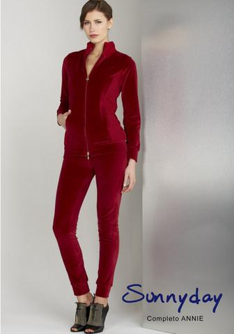 Красивый женский велюровый костюм бордового цвета