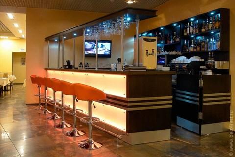 Барная стойка и мебель для ресторана