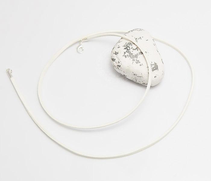 PL284-4 Шнурок белого цвета из натуральной замши (55 см) фото 02
