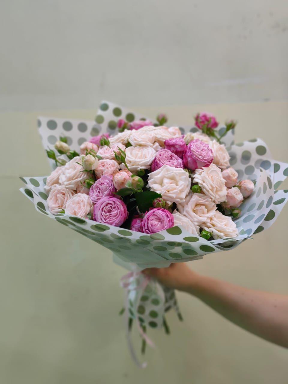 Букет с кустовой пионовидной розой (Б-41)