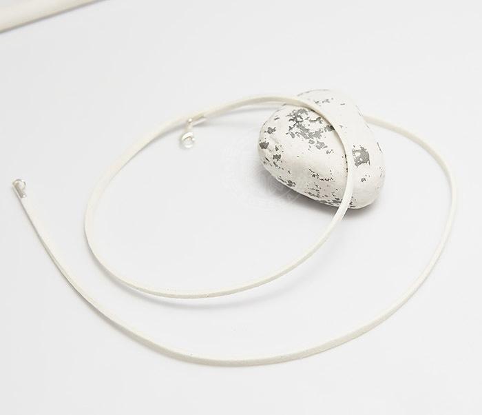 PL284-4 Шнурок белого цвета из натуральной замши (55 см) фото 03
