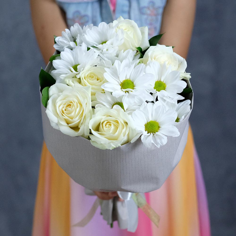 Доставка цветов Пермь купить недорогой букет белых роз и хризантем