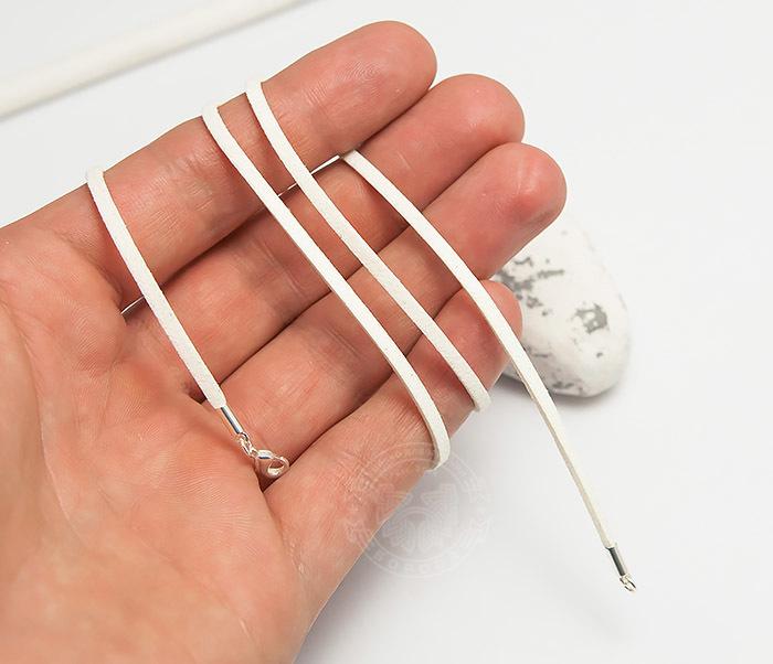 PL284-4 Шнурок белого цвета из натуральной замши (55 см) фото 04