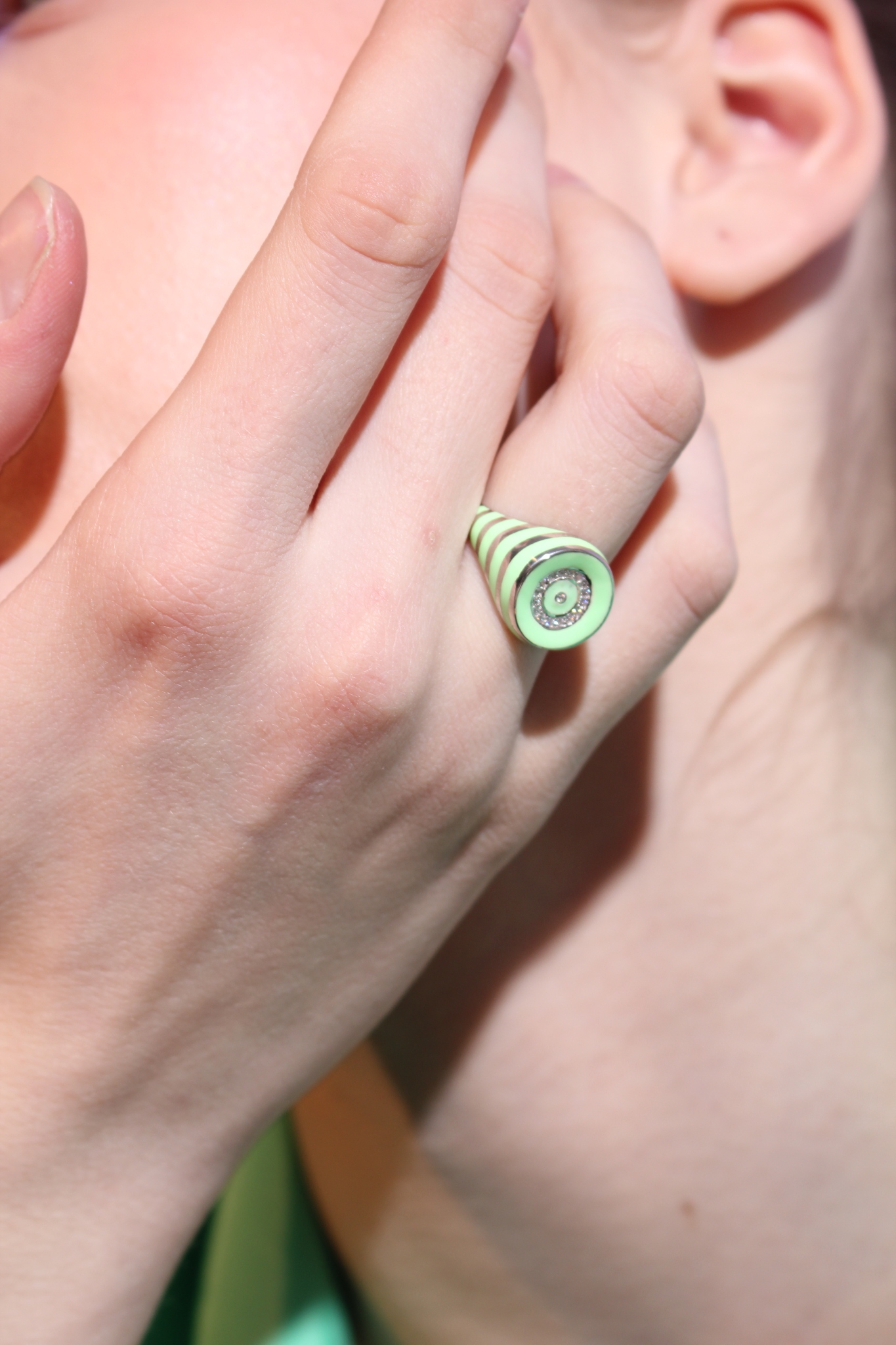 Round signet ring in silver with light green enamel stripes