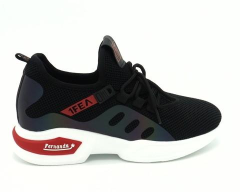 Черные кроссовки из текстиля на контрастной подошве