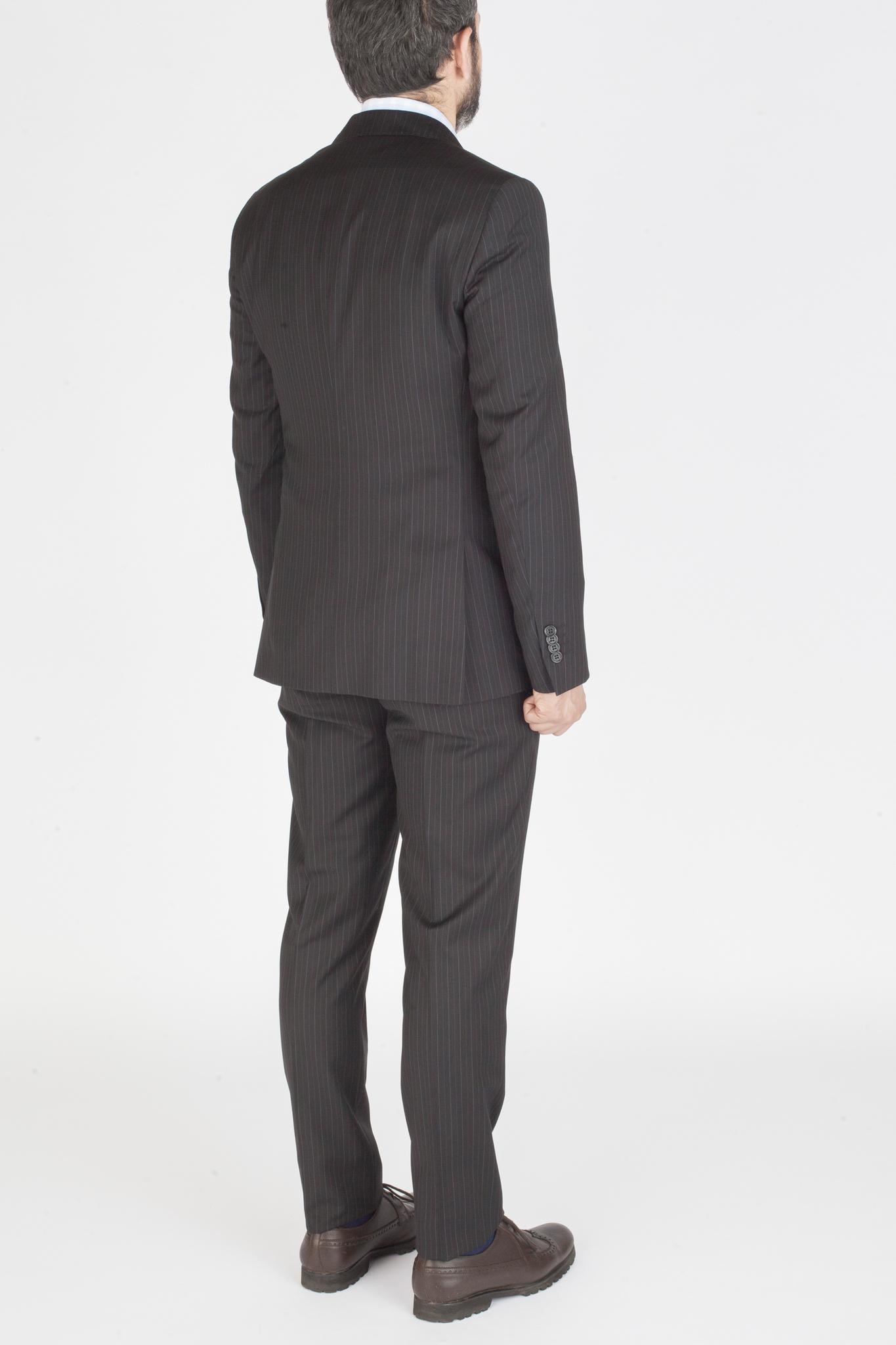 Чёрный костюм в тонкую полоску из 100%-ной шерсти