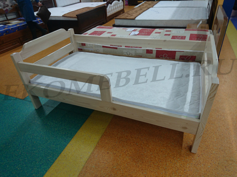Детская кровать из массива дерева