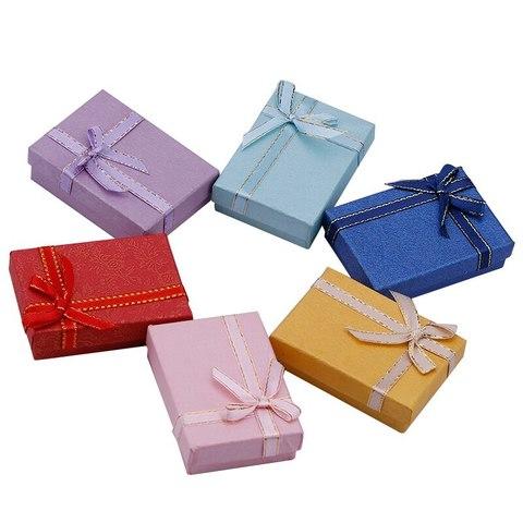 Подарочная коробка с бантиком