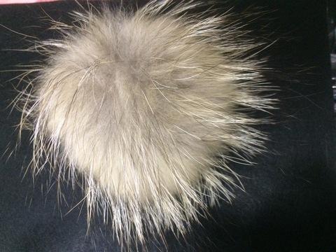 Помпон из меха енота , d-13-17см (натуральный цвет)