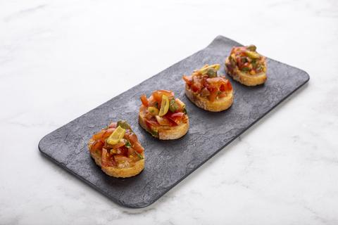 Мини-брускетта со свежими томатами