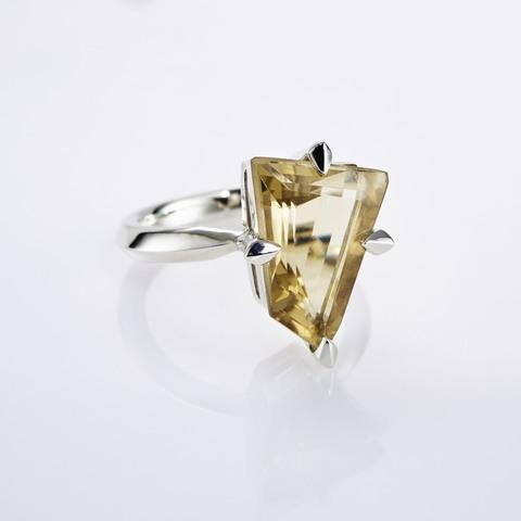 Кольцо с цитрином 17.5 размер