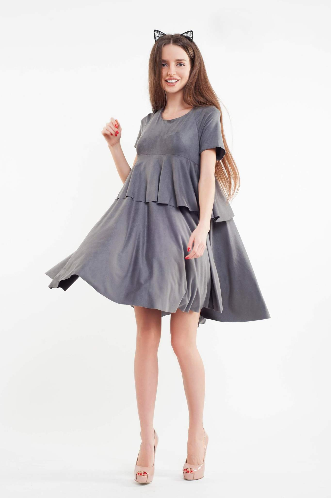 Короткое замшевое платье, серое