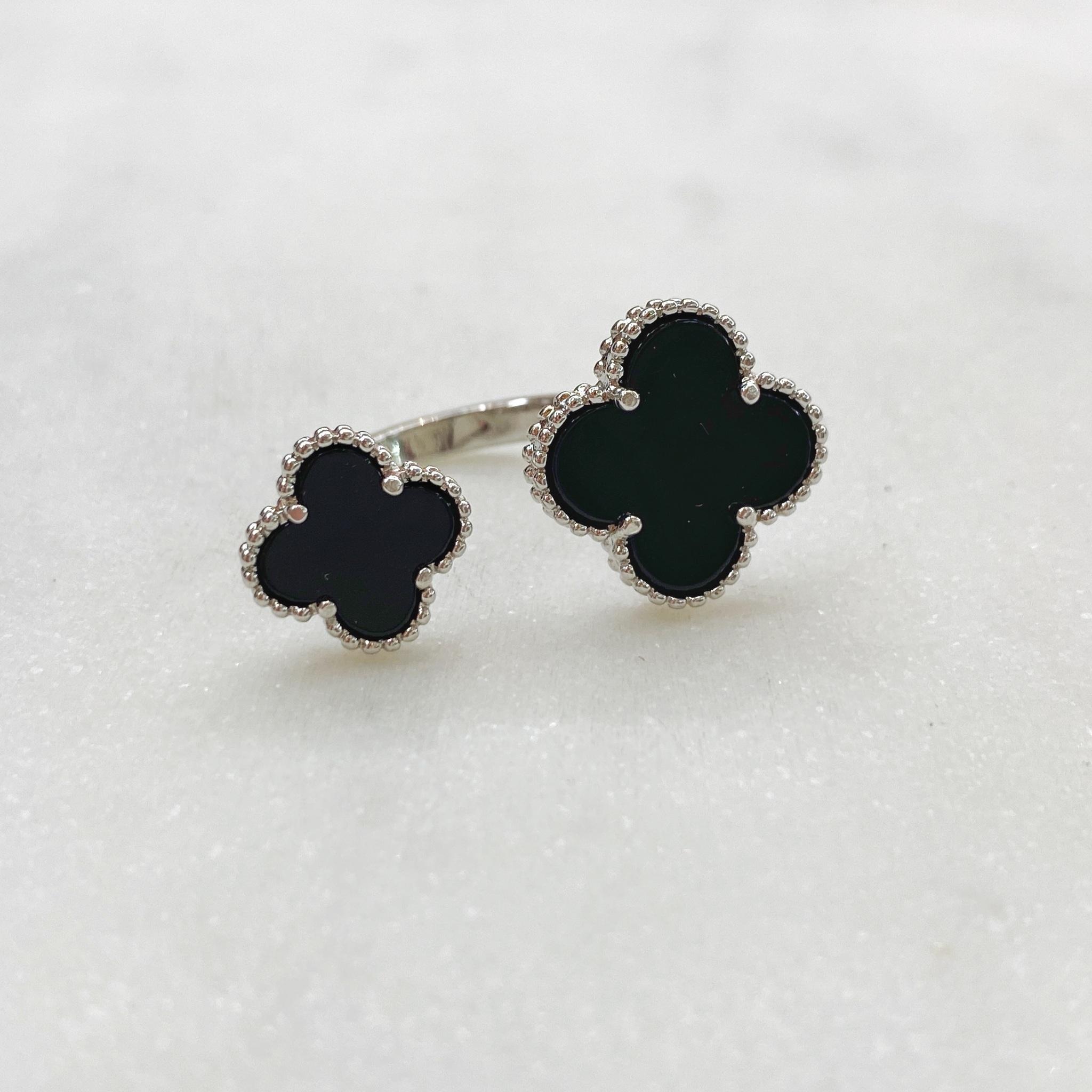 Кольцо незамкнутое Два Клевера (черный, серебристый)