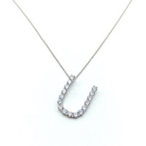 Кулон буква «U» из серебра c ослепительными цирконами