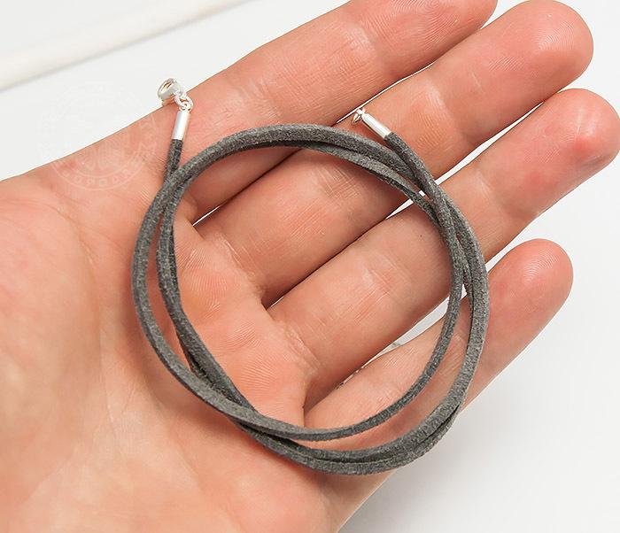 PL284-3 Шнурок на шею из натуральной замши серого цвета (55 см) фото 05