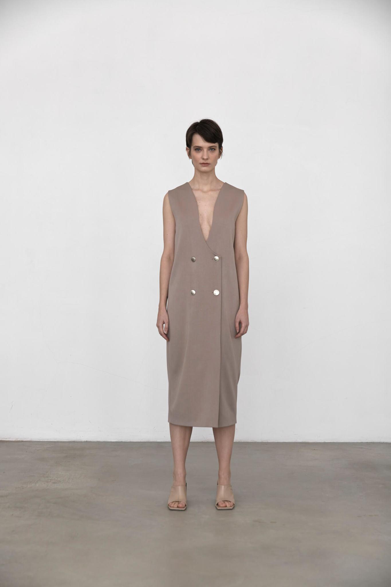 Платье-фрак без рукава, французский беж