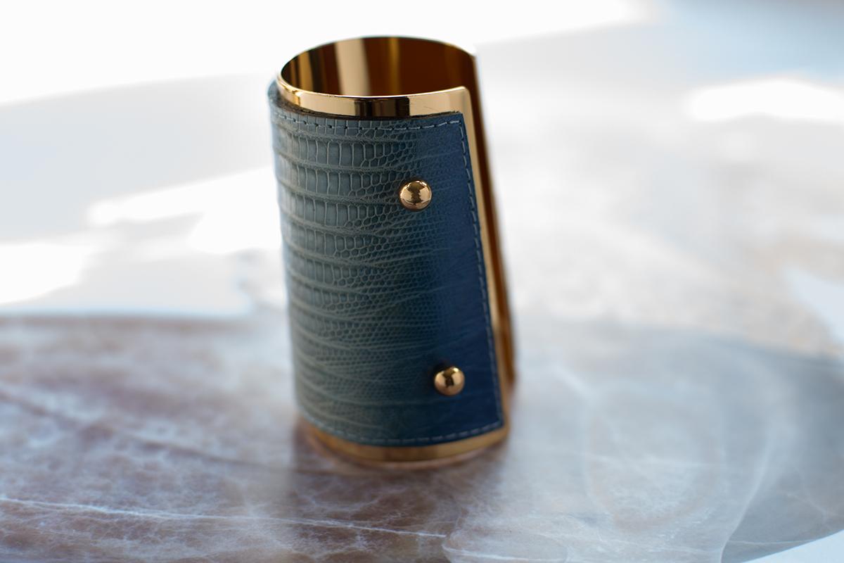 Стильный браслет-кафф от YSL
