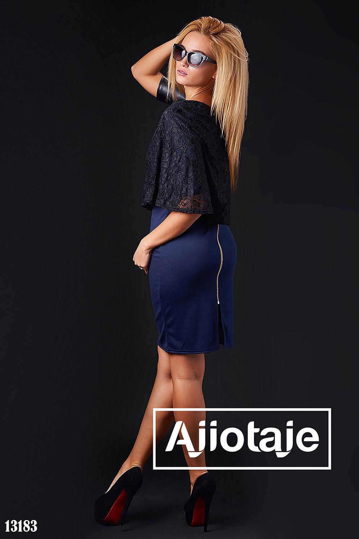 Платье темно-синего цвета с молнией на спинке