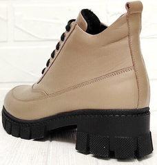 Женские кожаные демисезонные ботинки на каблуке Yudi B-20 082 Beige.