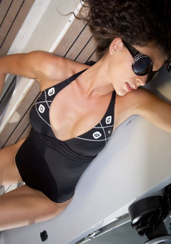 Черный слитный купальник с завязками на шее