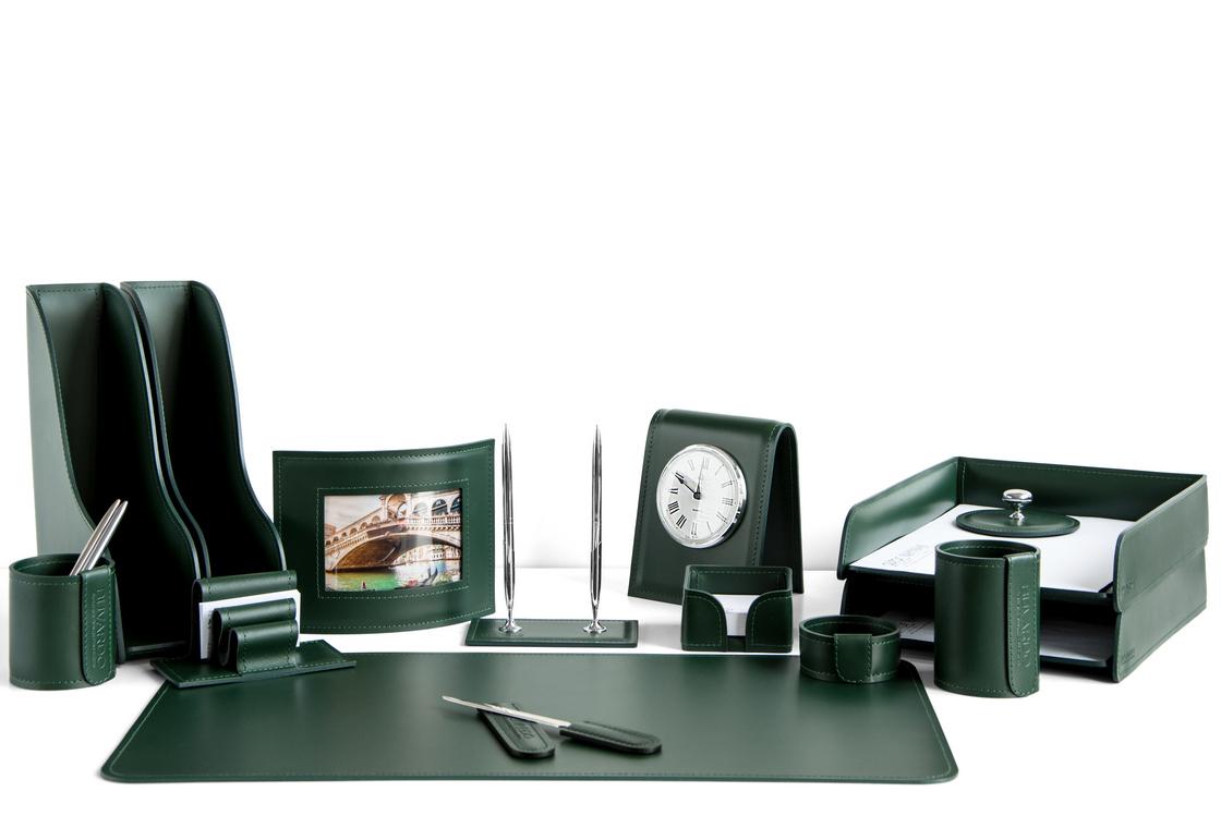 На фото набор на стол руководителя арт.1764-СТ-14  предметов зеленая кожа Cuoietto.Возможно изготовление в другом варианте цвета кожи.