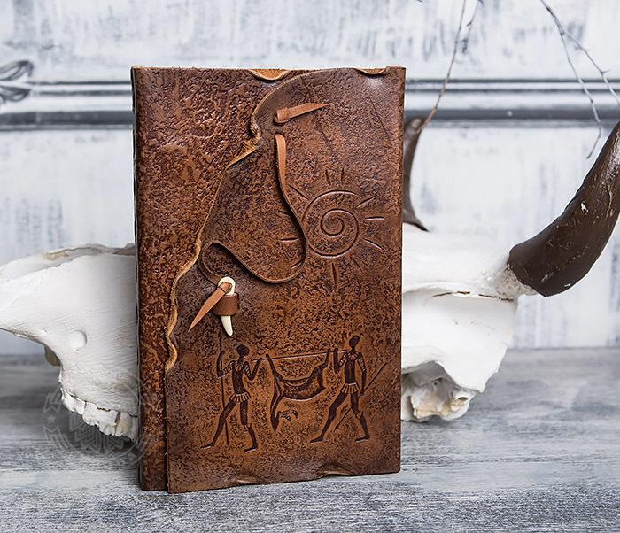BY01-06-04 Кожаный подарочный блокнот «Добыча» с застежкой - клыком (А5)