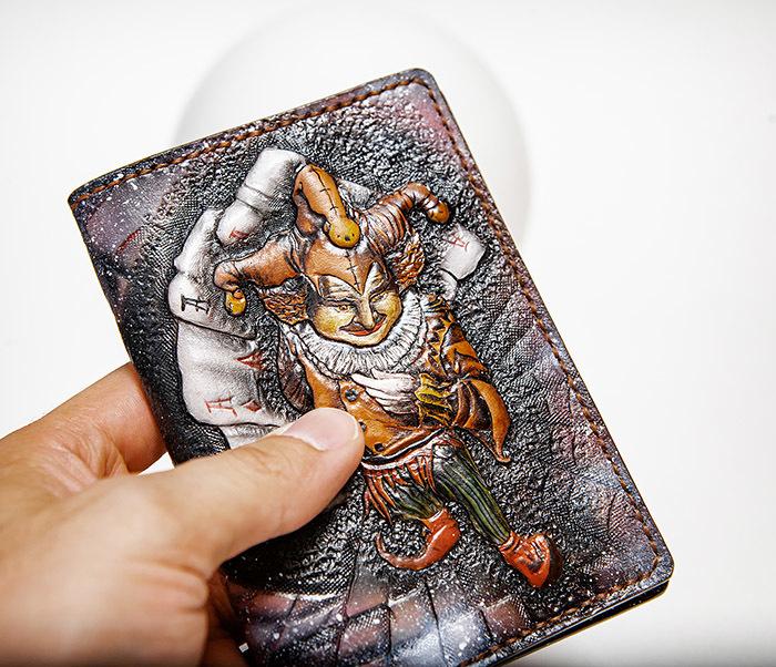 BC231 Обложка на паспорт «Джокер», ручное тиснение и раскрас фото 04