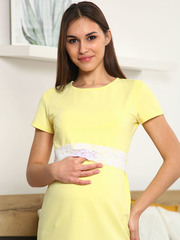 Мамаландия. Сорочка для беременных и кормящих с горизонтальным секретом и кружевом, желтый