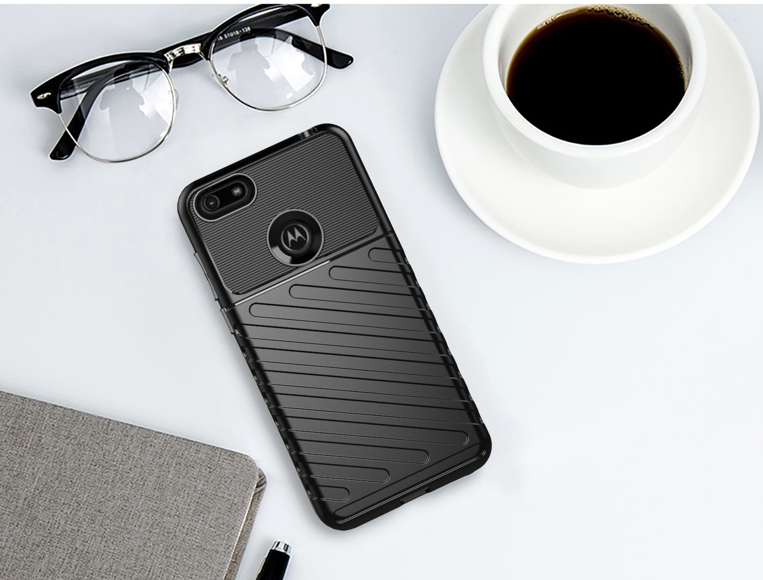 Чехол для Motorola Moto E6 play цвет Black (черный), серия Onyx от Caseport