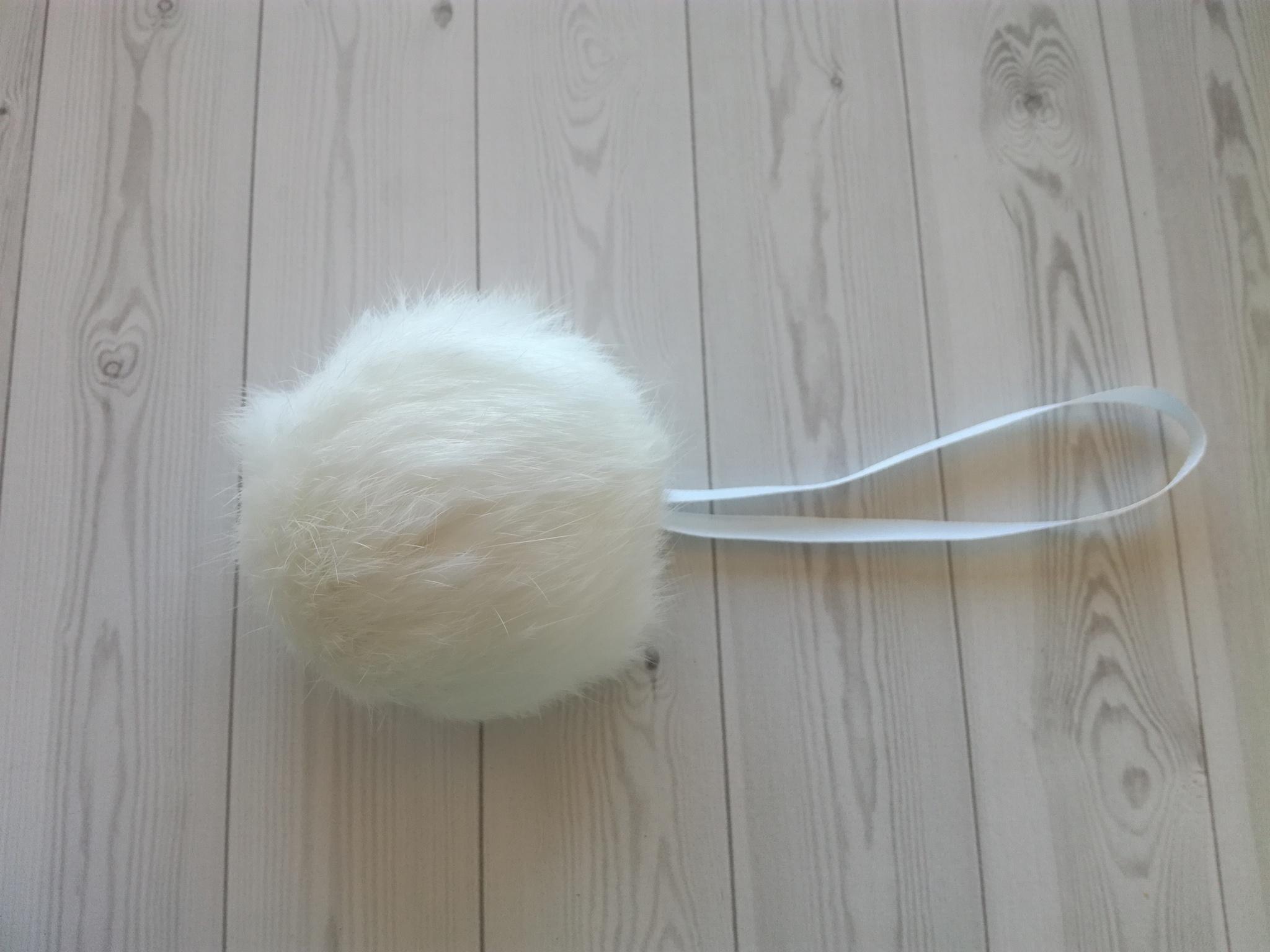 Помпон натуральный кролик белый 7-10 см