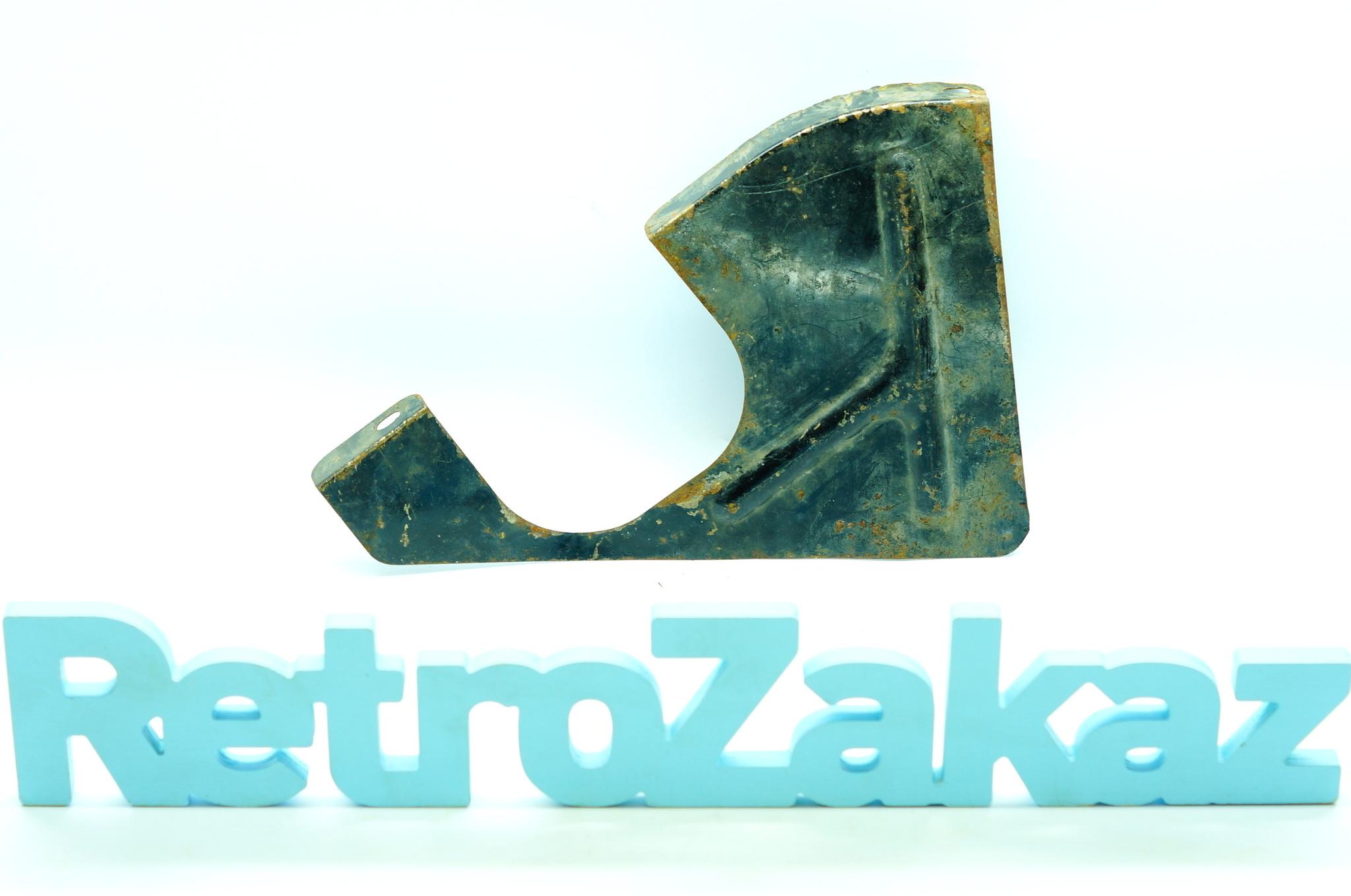 Брызговик двигателя правый Газ 21
