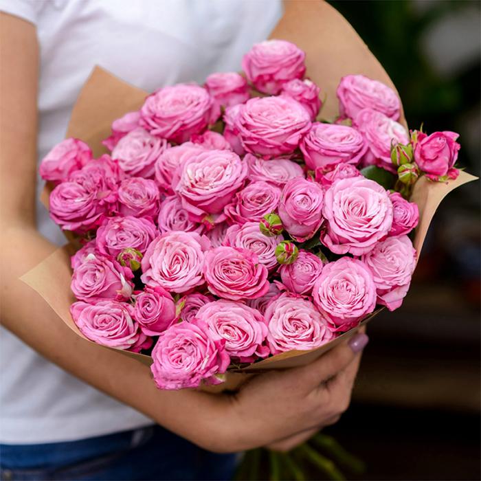 Розы кустовые пионовидные Lady Bombastic от 5шт