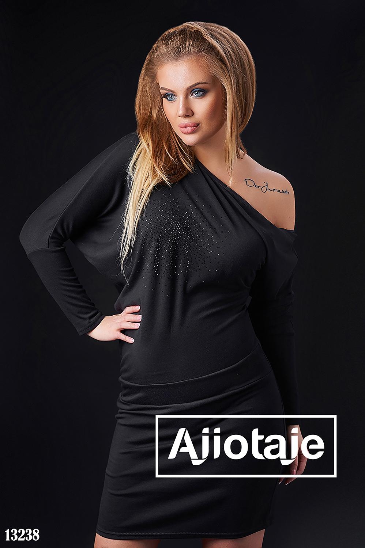 Черное платье миди с длинным рукавом