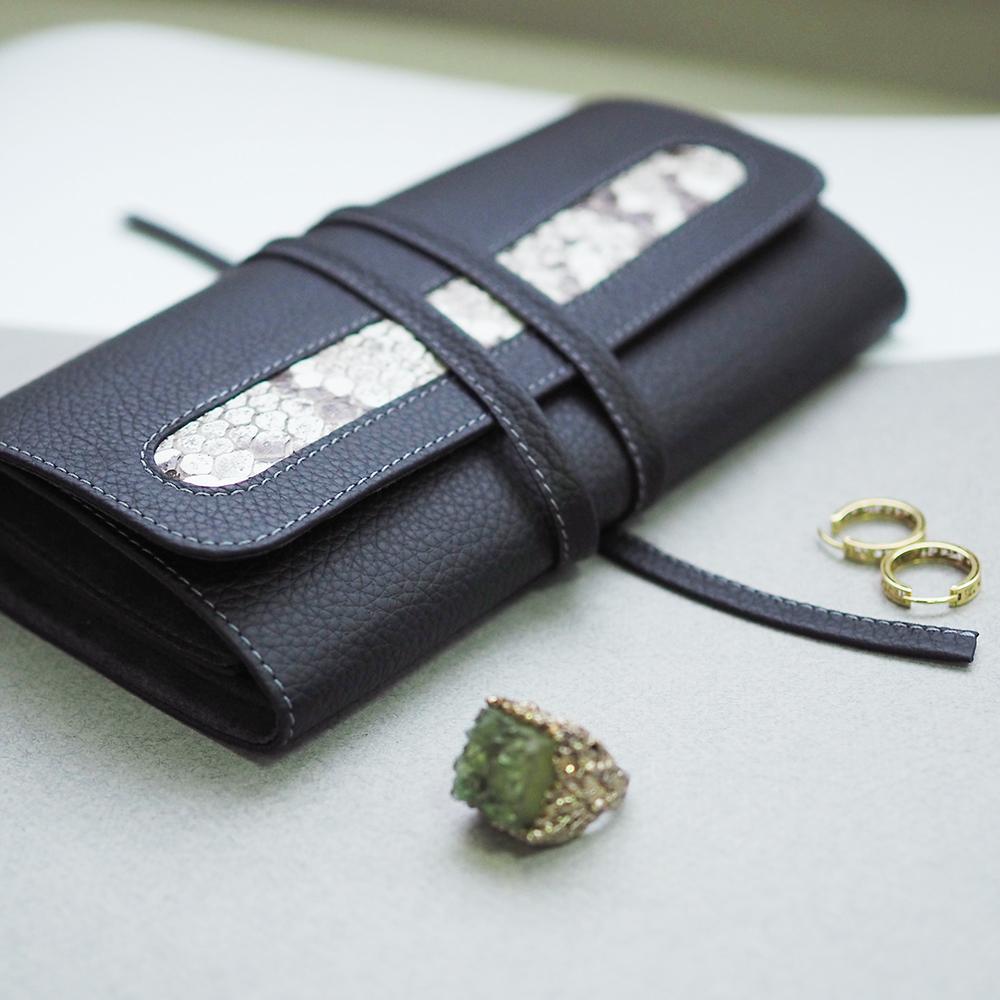 Чехол для ювелирных украшений Plier Bisness из натуральной кожи теленка, цвета черный мат