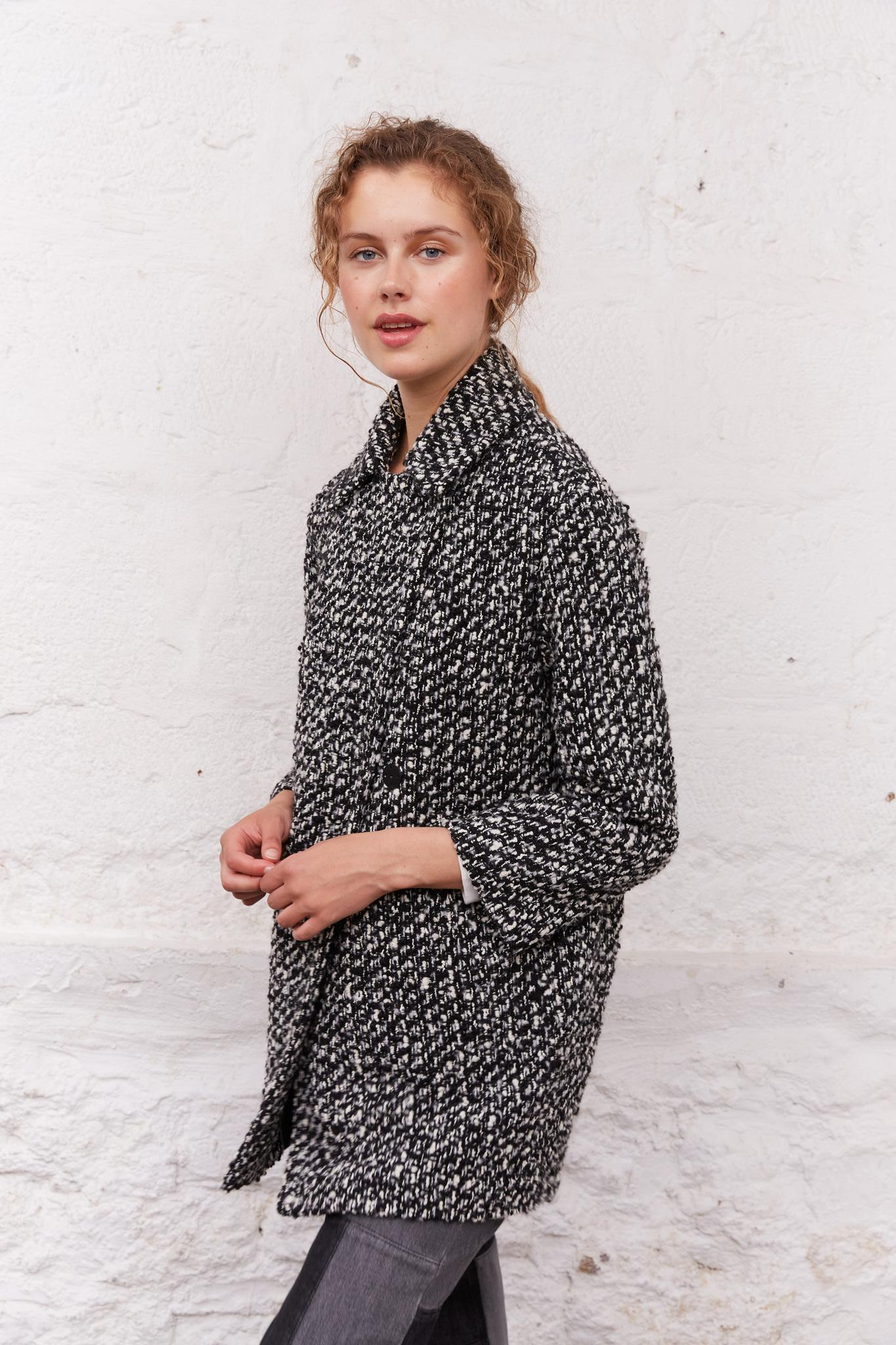 Короткое пальто с рубашечным воротником