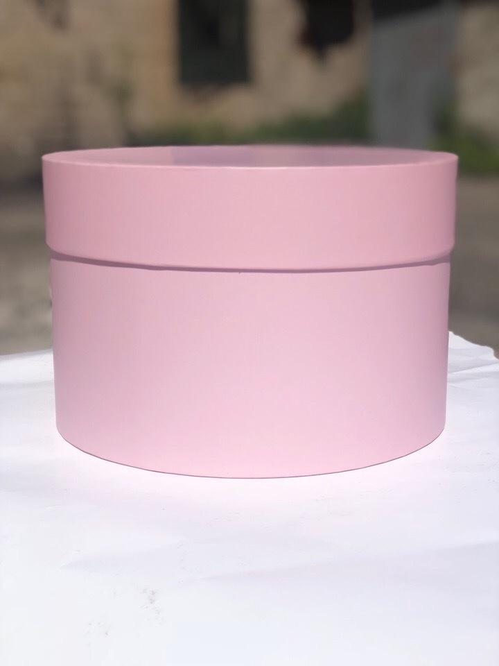 Короткая круглая коробка 22,5 см . Цвет:  Нежно розовый . Розница 250 рублей .