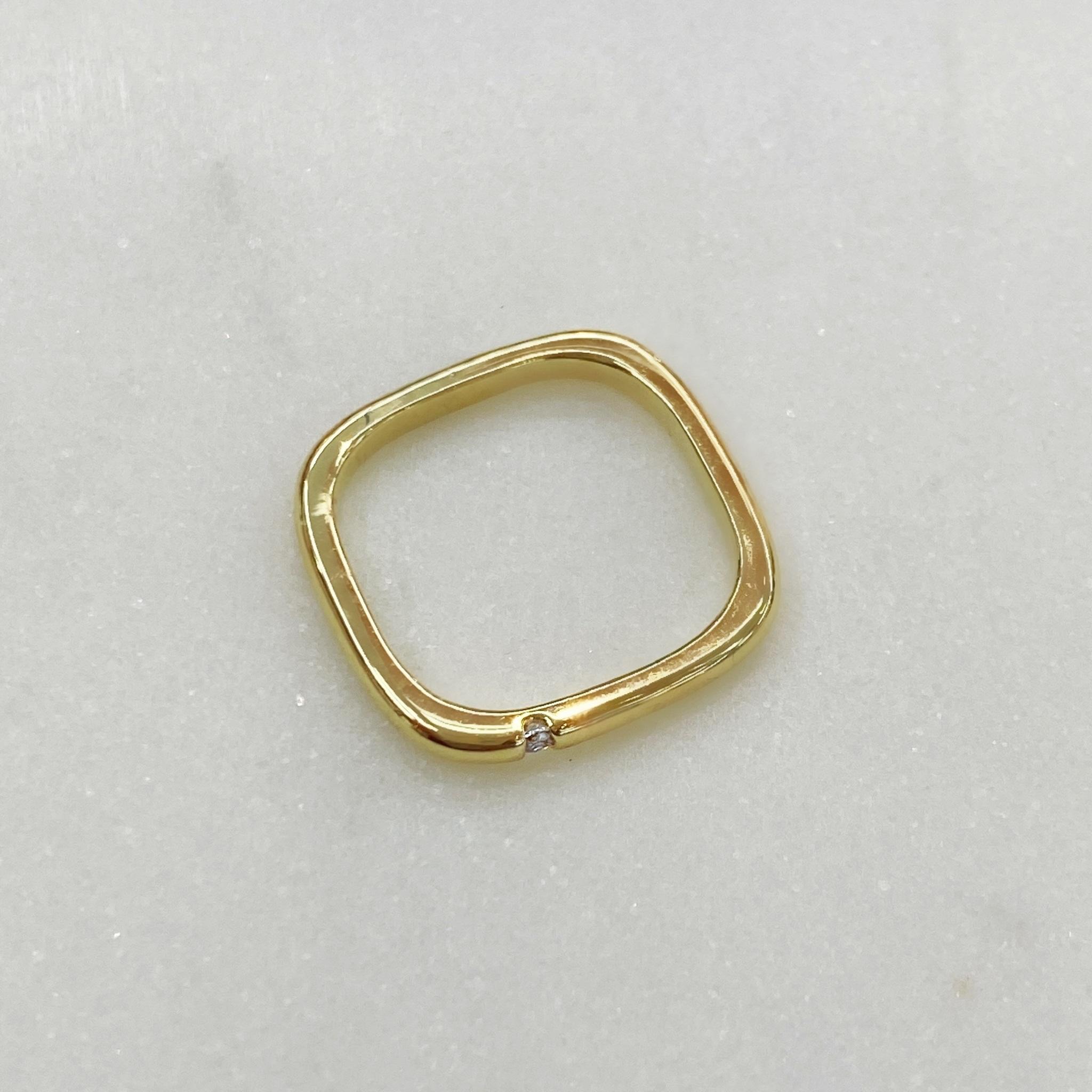 Кольцо квадратное с цирконом сбоку (золотистый)