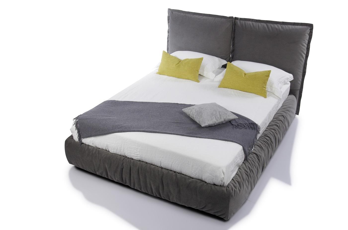 Кровать с мягким изголовьем , изголовье из подушек