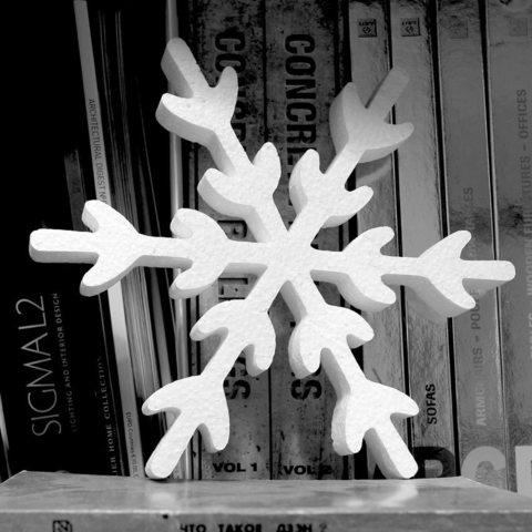 Снежинка из пенопласта фото.
