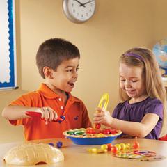 Пример игры в Набор для сортировки Ягодный пирог Learning Resources